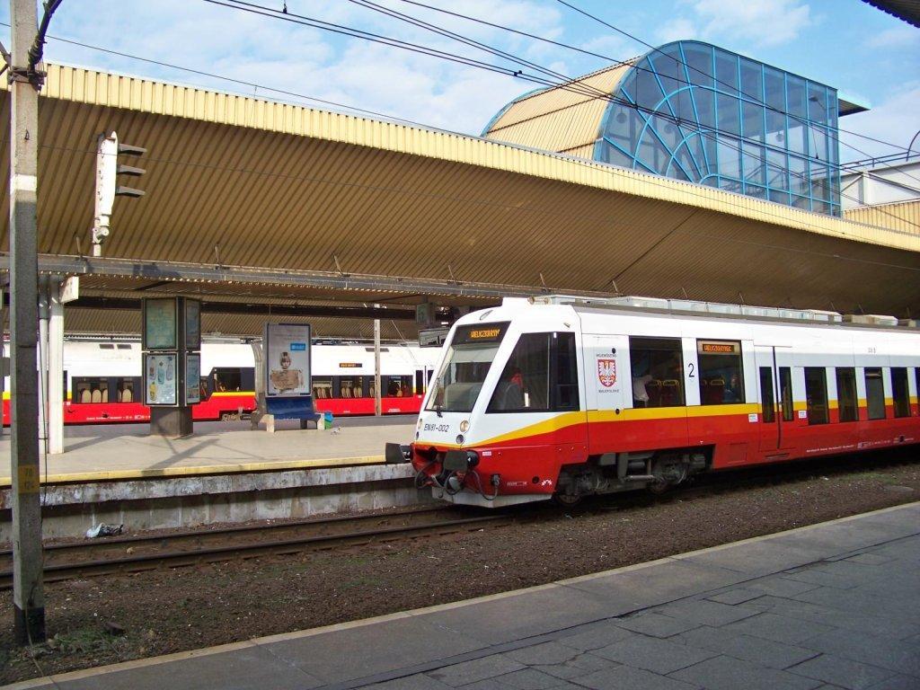 Małopolski nowoczesny pociąg na lotnisko w Balicach (1)