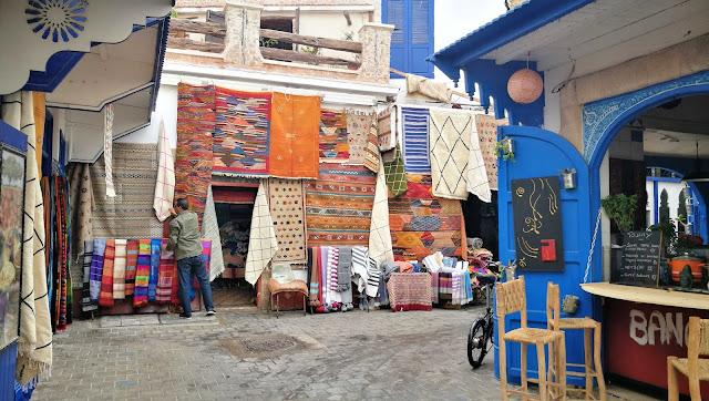 Sklep z lokalnymi dywanami, Essaouira, Maroko