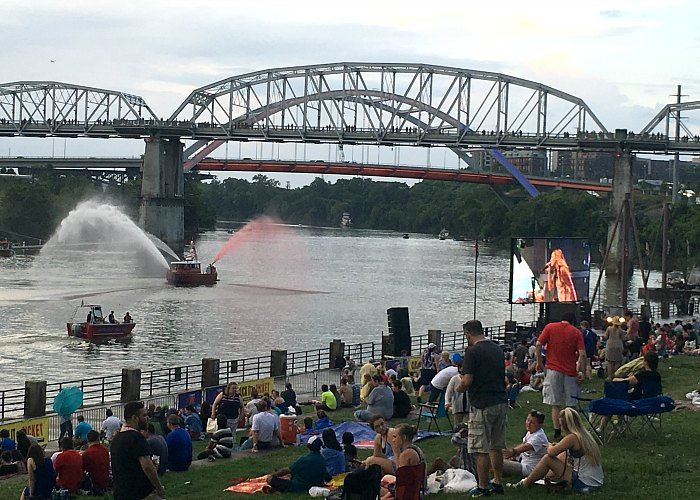 where to watch nashville fireworks, shelby street pedestrian bridge