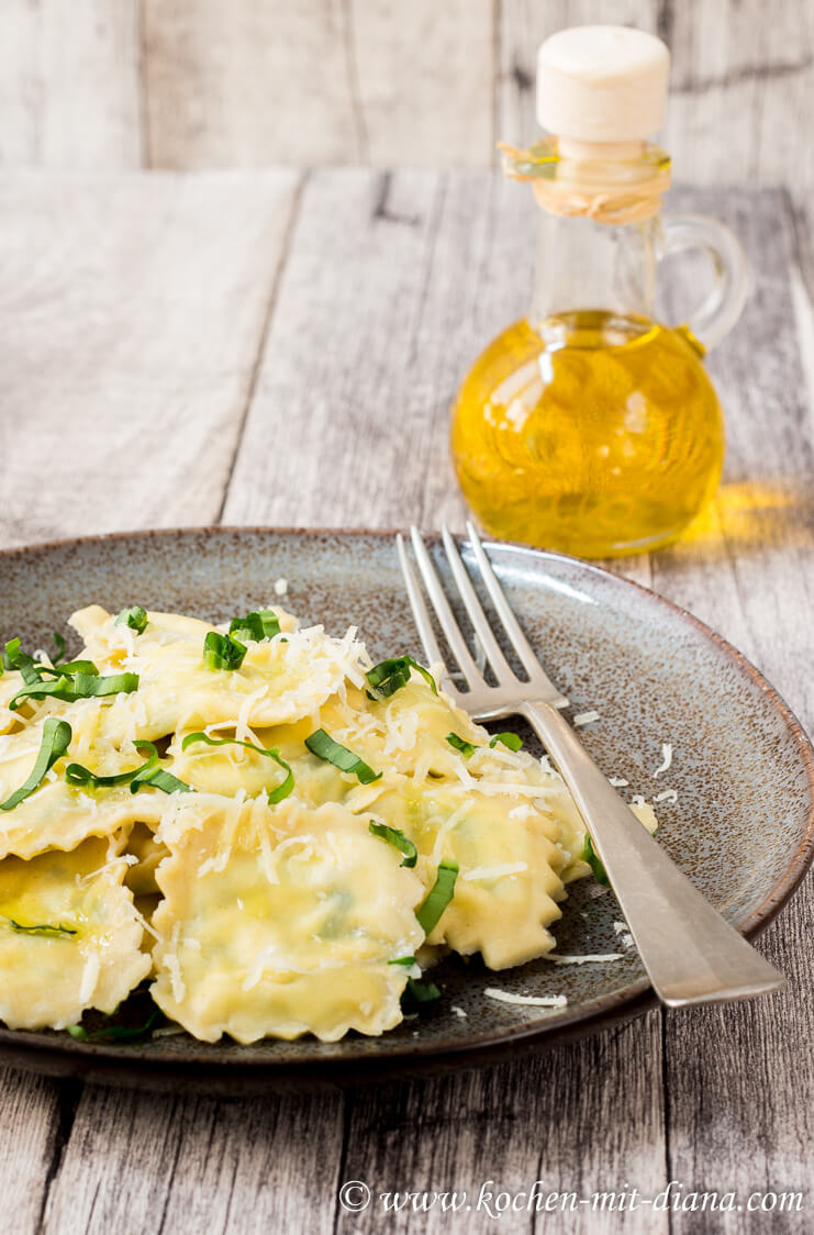 Ravioli with wild garlic filling