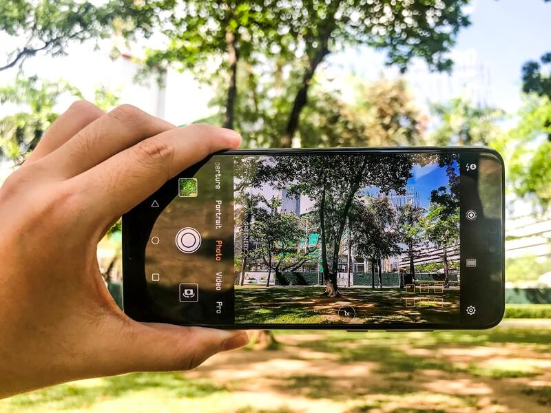 Huawei P20 Pro Review; A Revolutionary Three-lens Camera Phone!