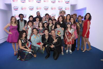 Na foto: Iris Abravanel, Patricia Abravanel e elenco de Cúmplices de Um Resgate após o show. Crédito: Leonardo Nones/SBT