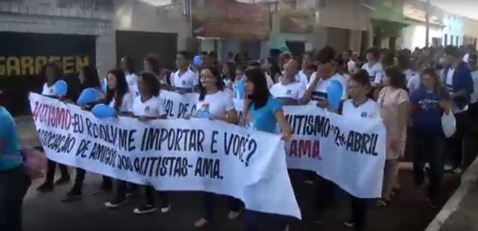 AÇÃO SOCIAL: Caminhada de conscientização ao dia do Autismo é realizada em Caxias