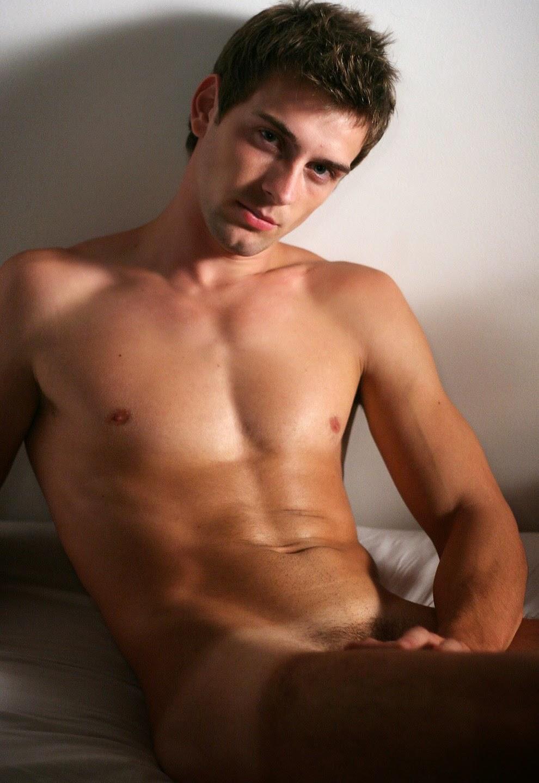 красивые молодые парни фото голые напоенный ароматом