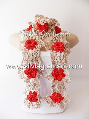Cachecol de crochê com flores