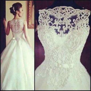 Vestido de noiva simples com pedrarias