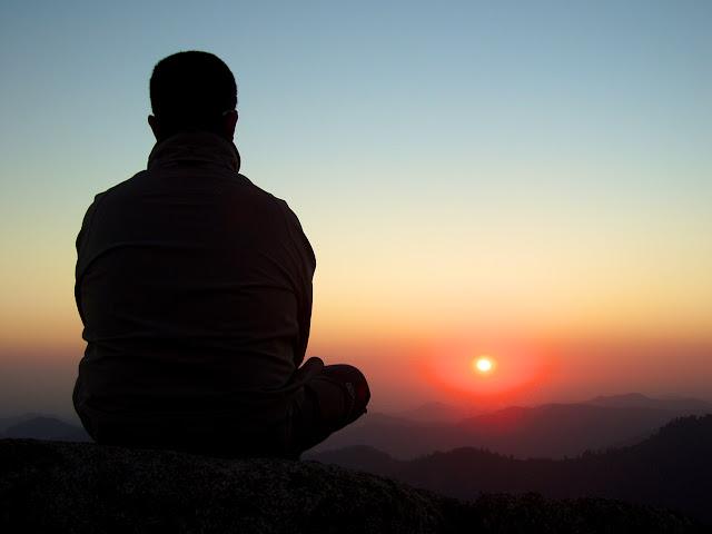 Roberto, de El Guisante Verde Project contemplando la puesta de sol desde Moro Rock