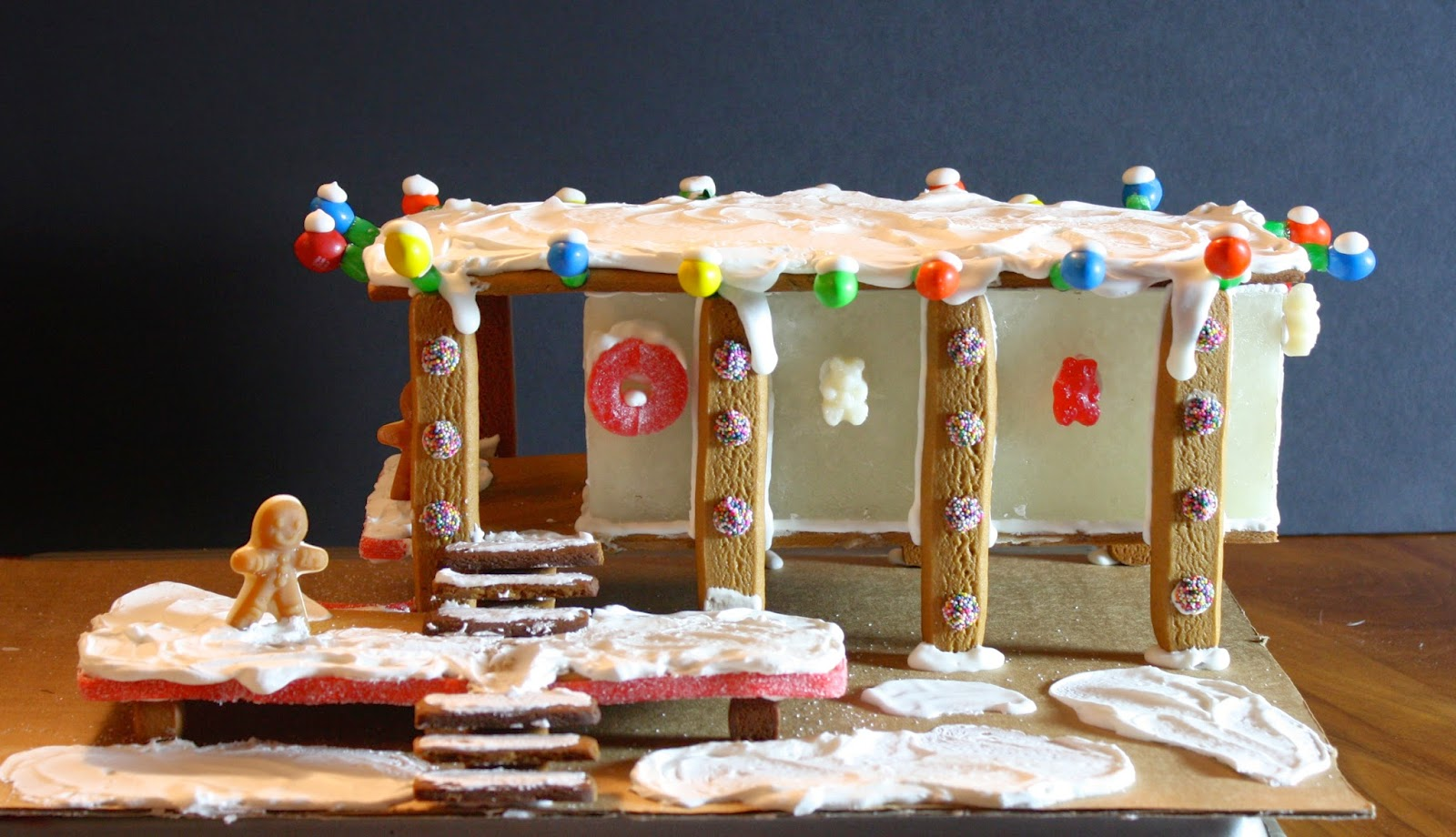 Gingerbread Farnsworth House | Charmingly Cute Gingerbread House Ideas