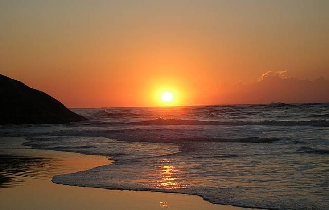 Amanhecer numa praia bonita