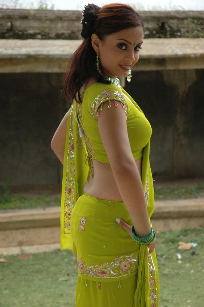 Latest Movies Gallery Suhani Hot Saree Low Cut Blouse Stills-2699