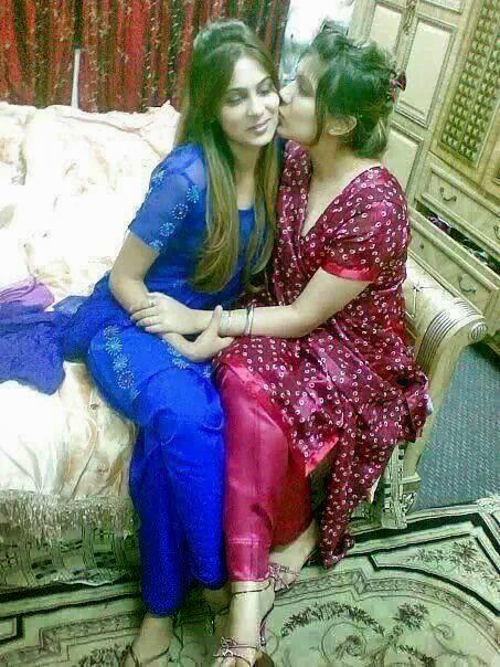 Desi Fun Time : Kissing Pic Of Pakistani Girls, Download ...