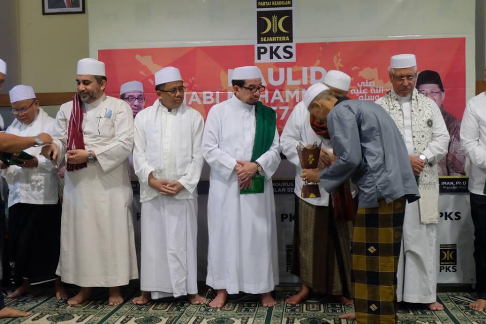 Beranikah PKS Tinggalkan Prabowo dan Bentuk Poros Baru?