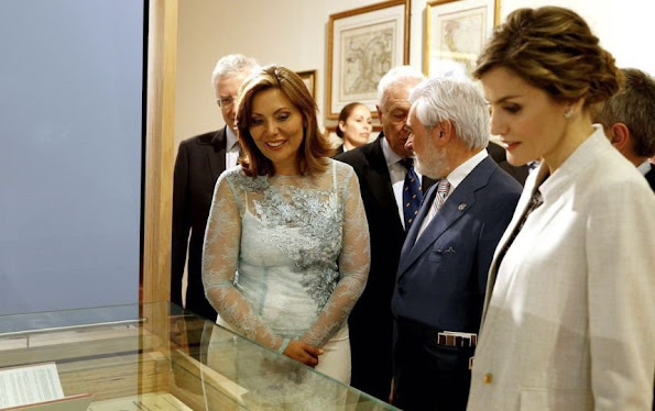Governor Alejandro Garcia Padilla, King Felipe VI of Spain and Queen Letizia of Spain pose to media on their visit to La Fortaleza