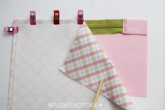How to sew a lined zipper pouch with centered zipper