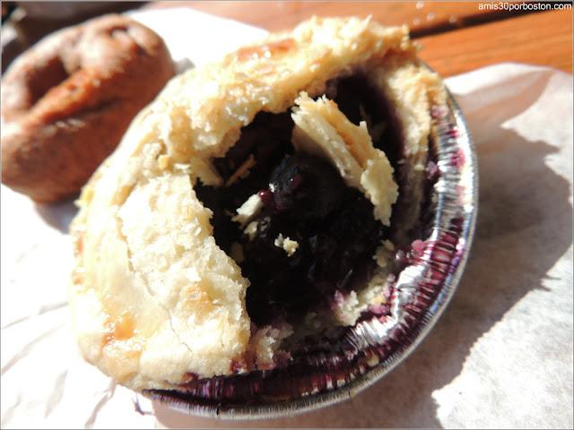 Desayuno en la Fábrica Cold Hollow Cider Mill: Rosquillas y Tartaleta de Cereza