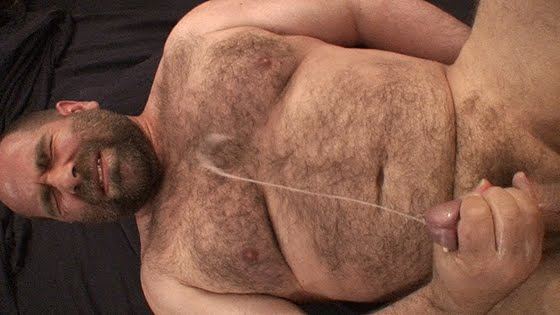 CUMSHOT IN BEAR FACE GAY