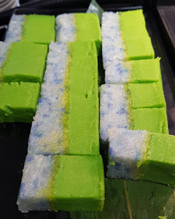 More kueh. This has a creamy coconut pudding layer on top and rice coloured by the butterfly pea below.