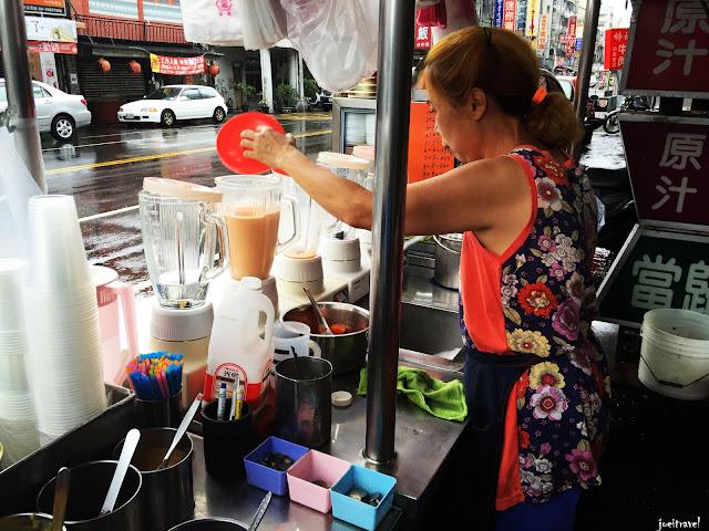 IMG 6724 - 【台中美食】台中人的下午茶 ,創立於1964年的台中忠孝夜市木瓜牛奶老店『美乃屋』@木瓜牛奶@忠孝夜市@下午茶@知名老店
