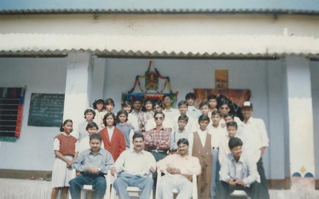 jnv khagaria Class pic, Section B, 1999