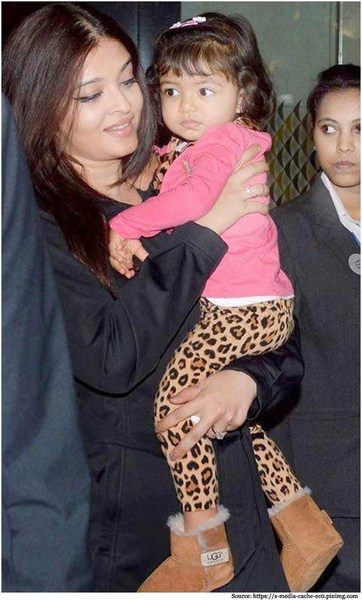 aradhya-bachchan-at-airport-with-mom-Aishwarya