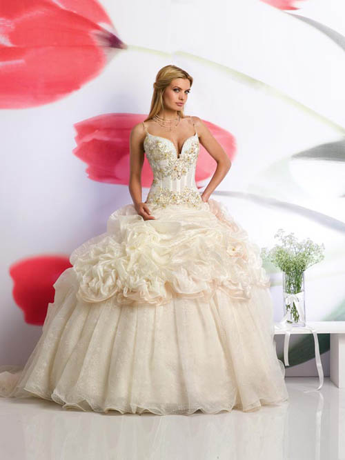 huge wedding dresses sommer brautkleider august 2012 5033