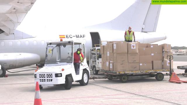 Llega un nuevo avión con material sanitario adquirido por el Gobierno de Canarias
