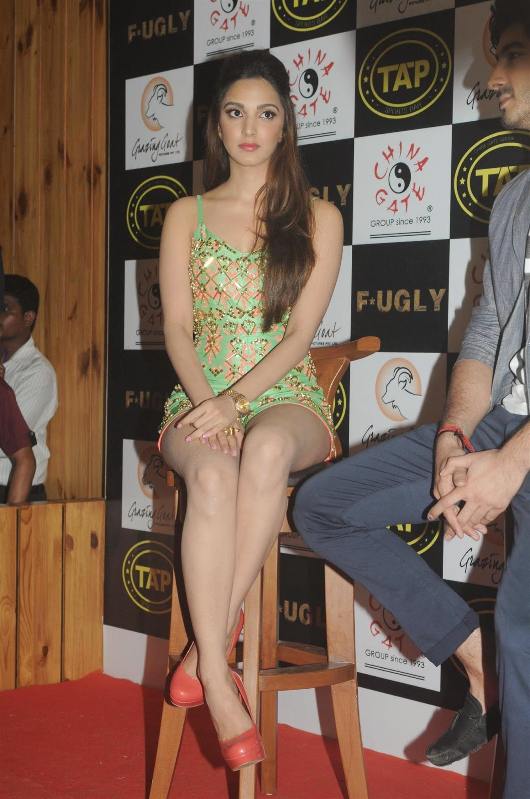 "<div>Kiara Advani Smoking Hot Legs Show At Film ""Fugly' Promotions In Mumbai ❤ ❤  ❤</div>"