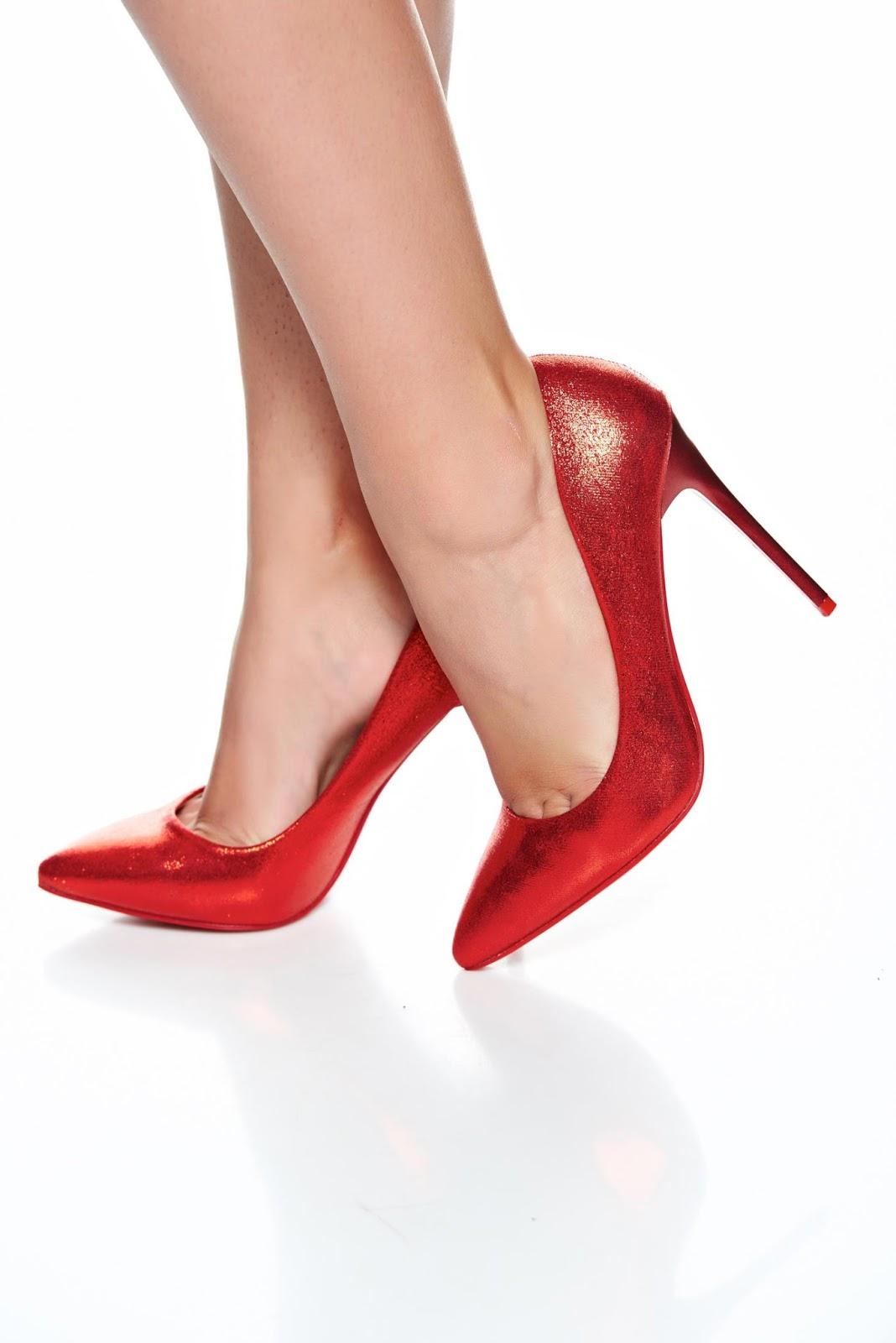 Pago Zapatos Para Línea Venta Mejor De La En Mujer Rojos Tres q7agwWqvS 8e24b9668924