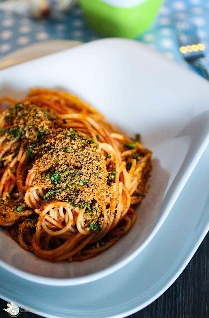Spaghetti con la mollica mit Brotbröseln