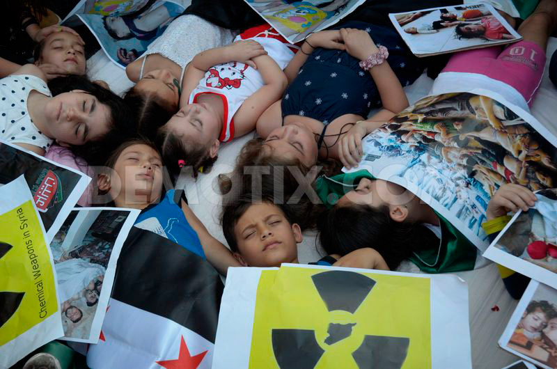 Syrians in Greece protest chemical massacre in Damascus ...