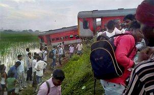 kaifiyat-express-derailed-74-injured