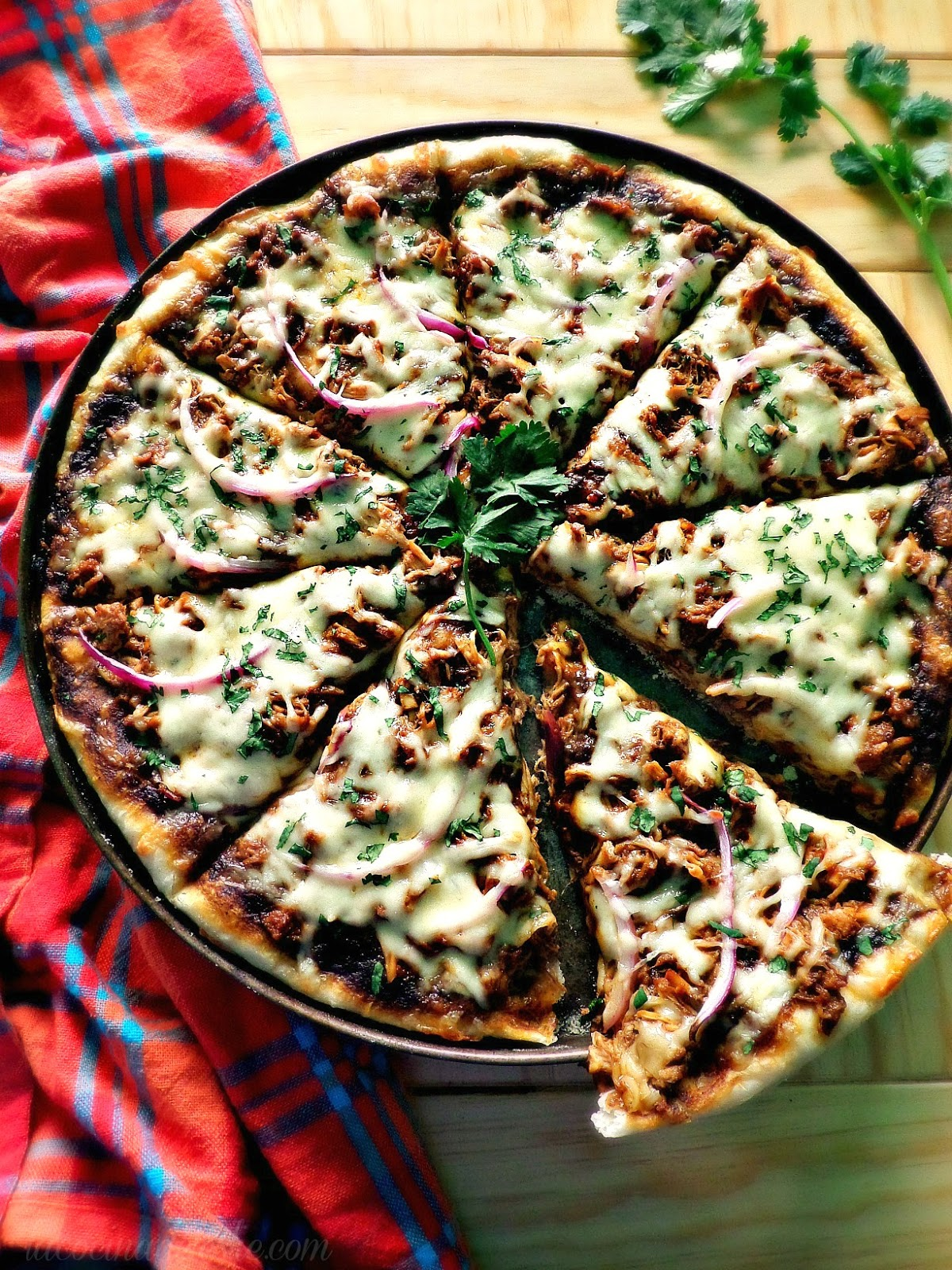 Chicken Mole Pizza - lacocinadeleslie.com