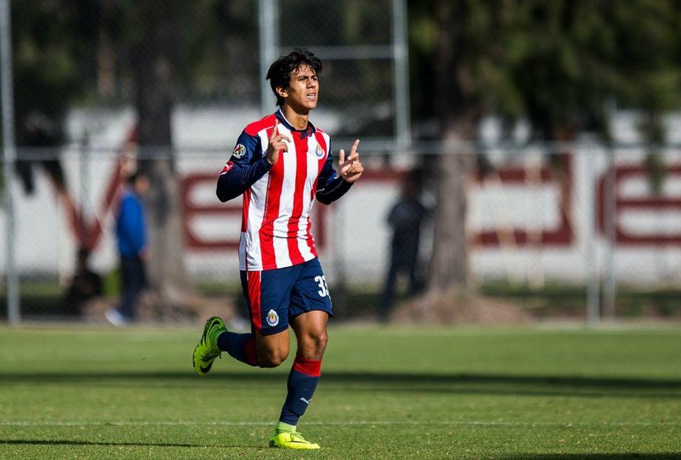 José Juan Macías a sus 17 años es una de las esperanzas de gol de la cantera rojiblanca.