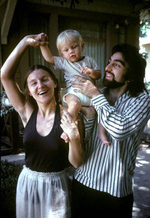 Leonardo DiCaprio com sua mãe e seu pai (1976)