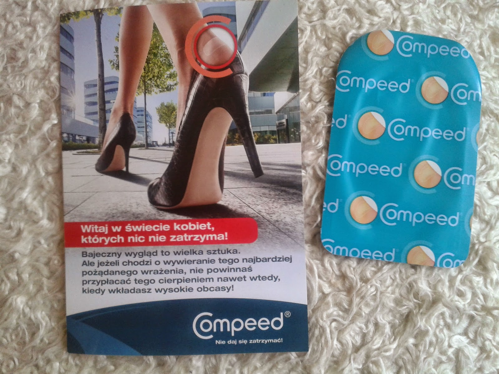 """<span style=""""color: red; font-size: large;"""">Plastry Compeed</span>"""