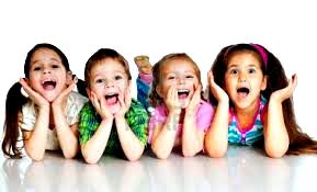 Niños felices riendo calidad de vida