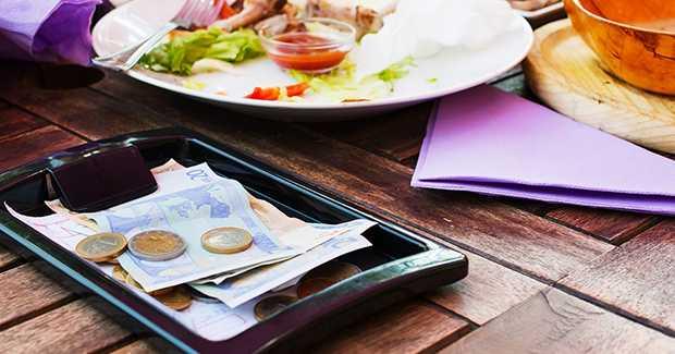 Asal Usul Pemberian Tip di Restoran, dan Fakta di Baliknya