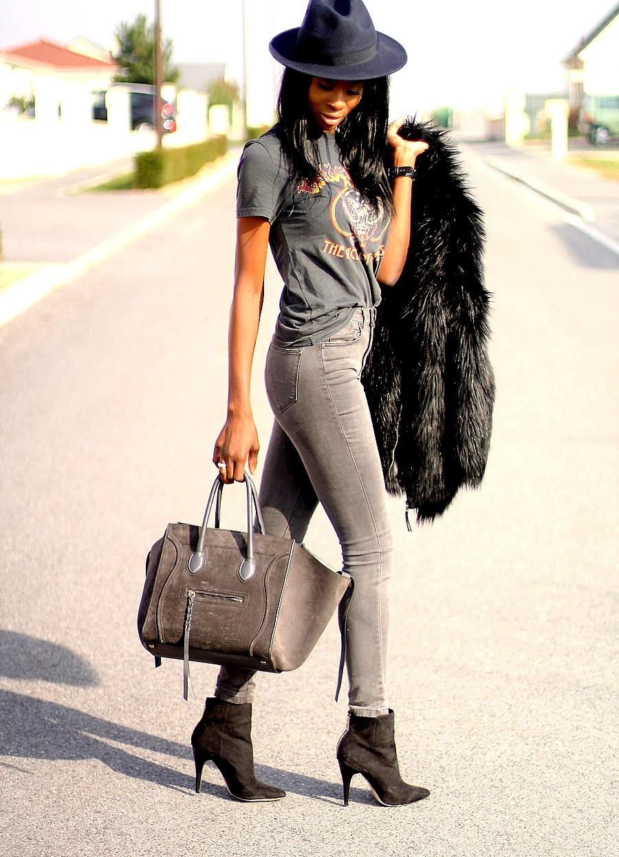 t-shirt-rock-manteau-fausse-fourrure-jeans-taille-haute-stylesbyassitan