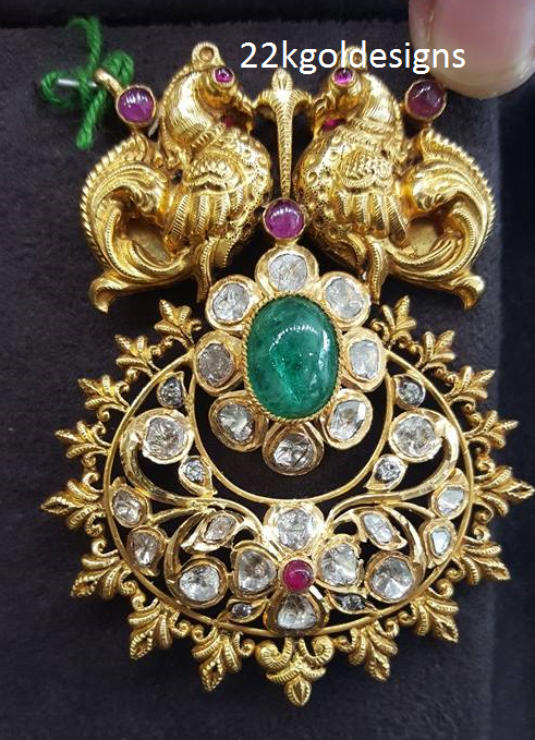 Enticing Pacchi Nakshi Pendant
