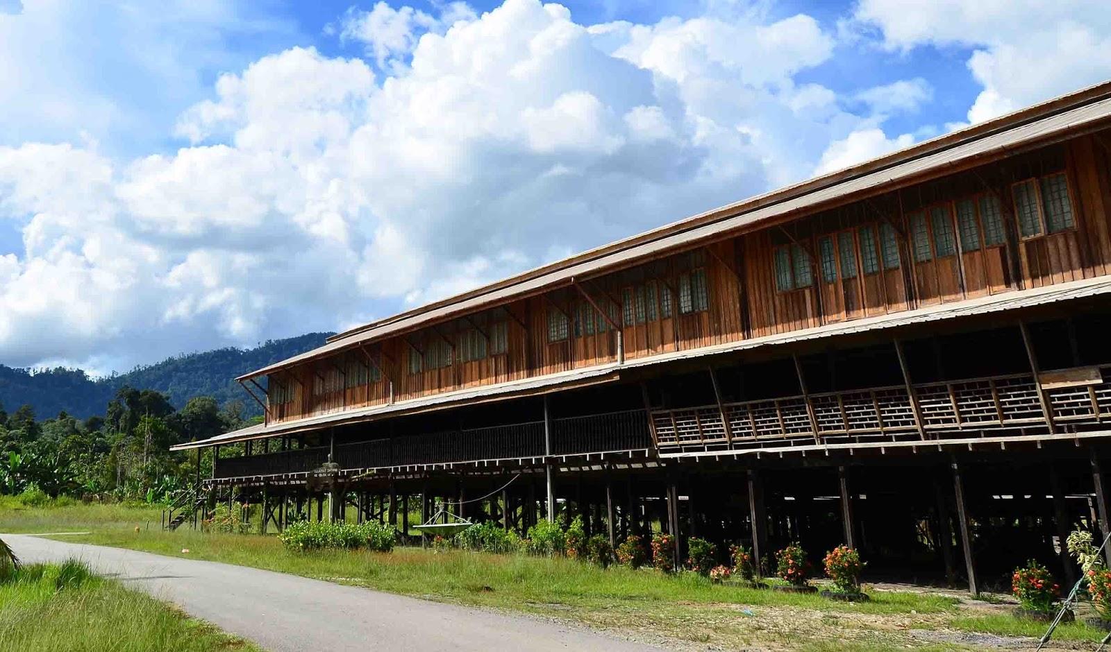 Rumah Panjang, Rumah Adat Suku Dayak Kalimantan