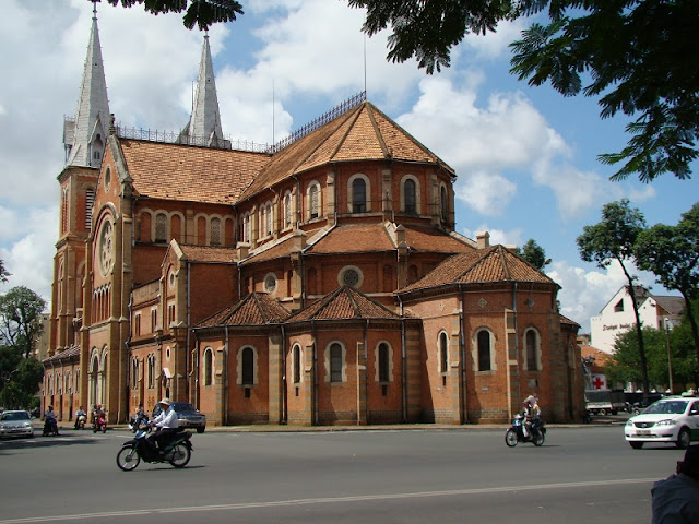Top 5 churches in Vietnam attract tourists 5