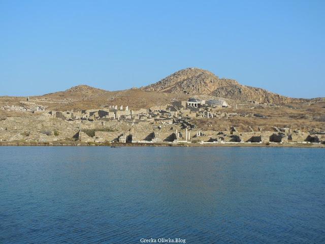 Dzielnica Teatralna Delos na tle błękitnego Morza Egejskiego Grecja