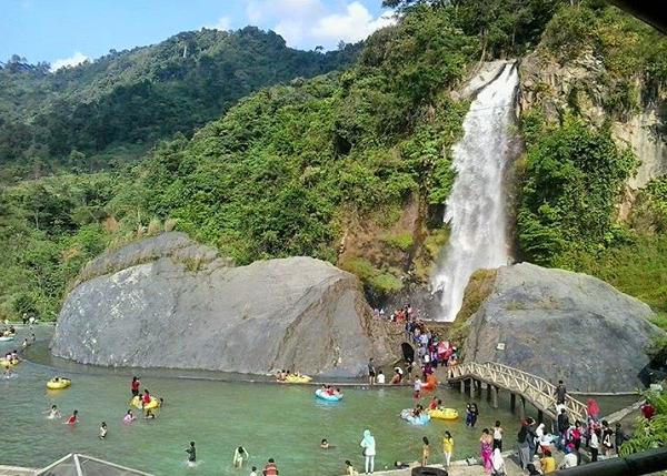 wisata keluarga di bogor air terjun bidadari
