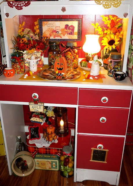 Fall/Halloween Hutch in the Kitchen, Part 1, 2018
