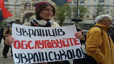 Женщину-офицера и подполковника Погранслужбы избили из-за просьбы в кафе предоставить меню на украинском языке