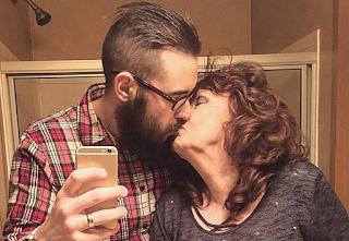 19χρονο παντρεύτηκε την ''γιαγιά του'' και είναι φουλ ερωτευμένοι - Εικόνες