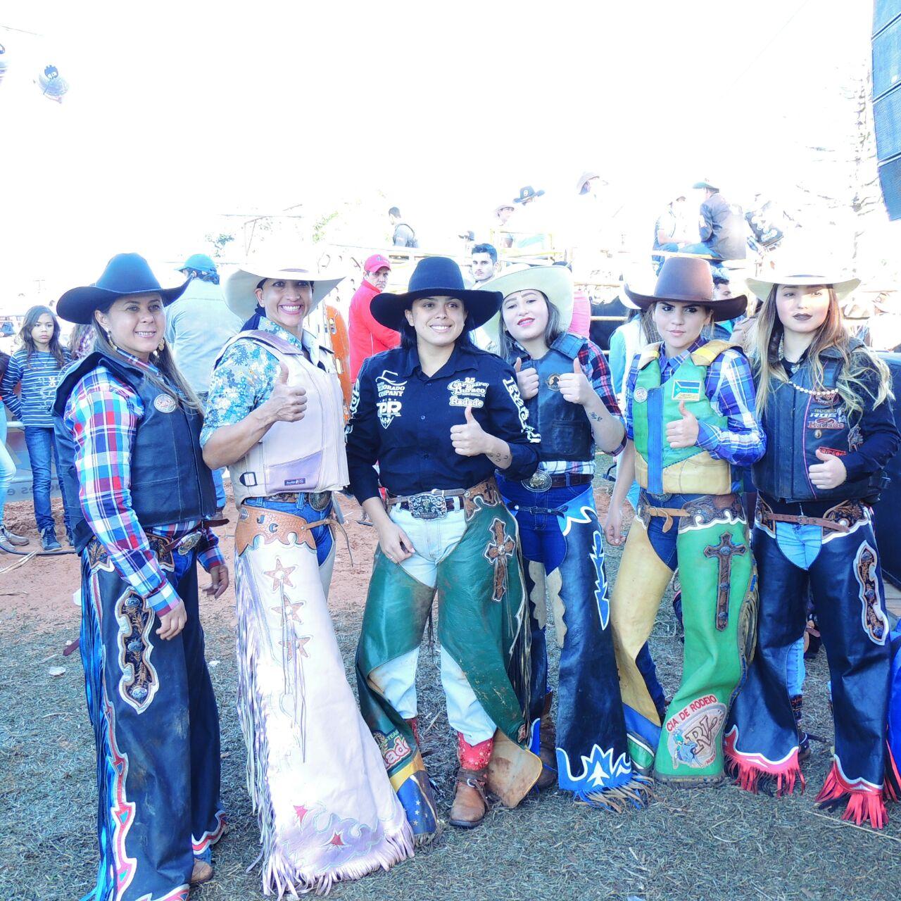 Montaria em touros e no lombo dos marrucos estavam as belas e destemidas  mulheres 284840b0e8c