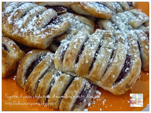saccottini di pasta sfoglia ripieni di marmellata ai frutti di bosco