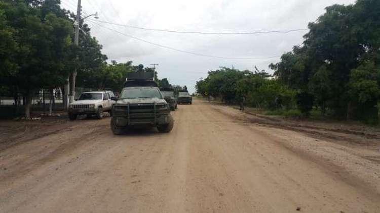 Se enfrentan huachicoleros contra militares en Guamúchil, Sinaloa.