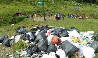 Dilarang Bawa Tisu dan Botol Plastik ke Gunung Gede Pangrango